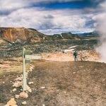 kolorowe góry na Islandii widok na wulkan Brennisteinsalda i fumarole buchające parą