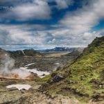 kolorowe góry na Islandii widok na wulkan Brennisteinsalda , a dokładnie na pole lawowe pod nim
