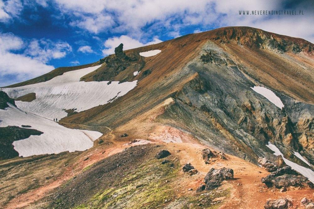 wulkan Brennisteinsalda w górach tęczowych na Islandii, tęczowe zbocza i śnieżne zbocza
