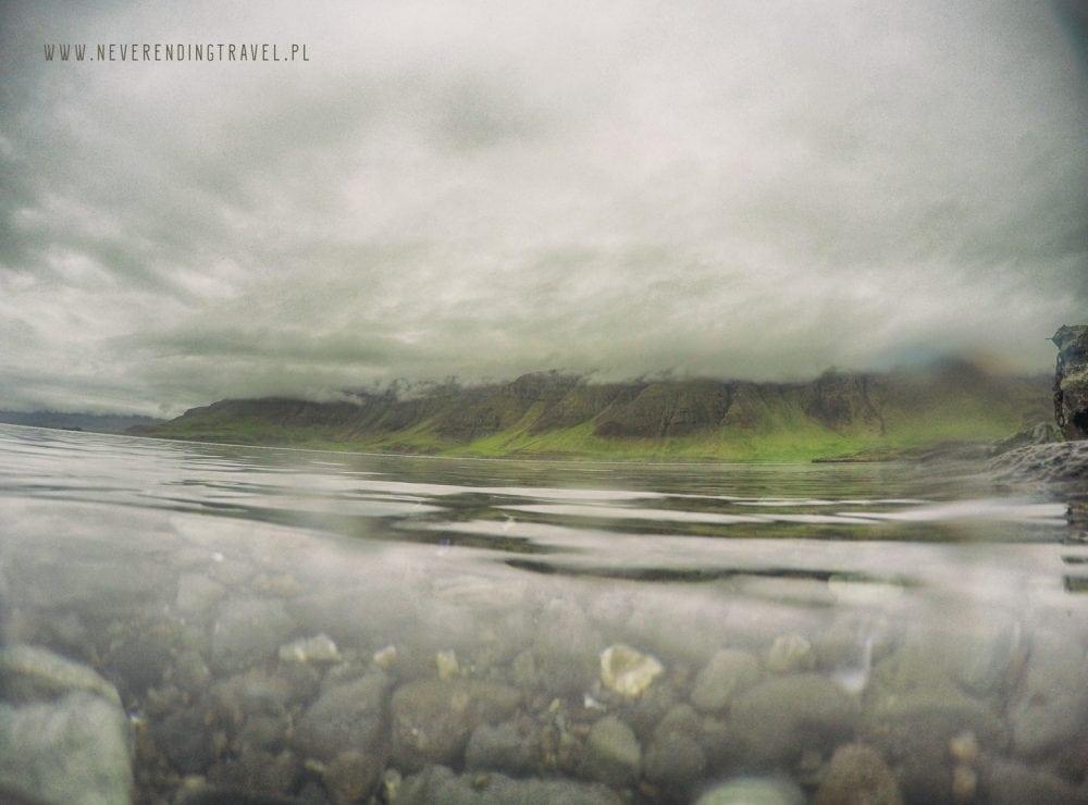 fiord Hvalfjarðar przy Hvalfjarðarlaug na islandii