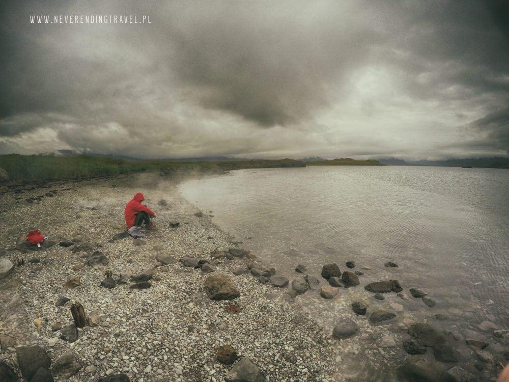na plazy przy Hvalfjarðarlaug gorące źródło