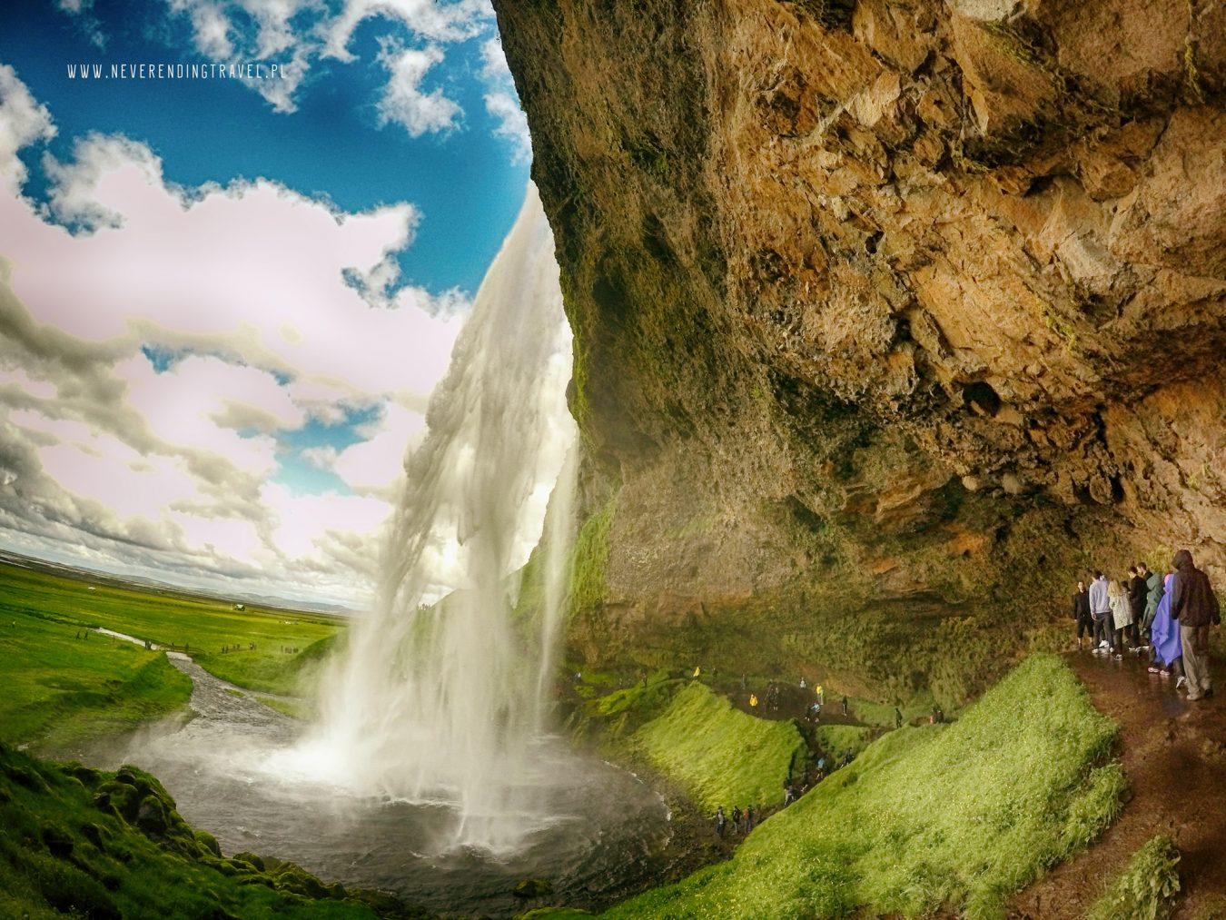 Seljalandsfoss islandzki wodospad z wewnątrz
