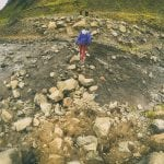 opuszczony basen Seljavallalaug w górach na Islandii neverendingtravel.pl