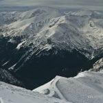 widok na czerwone wierchy zimą z Kasprowego WIerchu, ośnieżone szczyty i lasy w dolinach