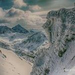 widok z Beskidu na Krywań polskie góry tatry zimą, ośniezone skały, słoneczna pogoda, mróz w tatrach