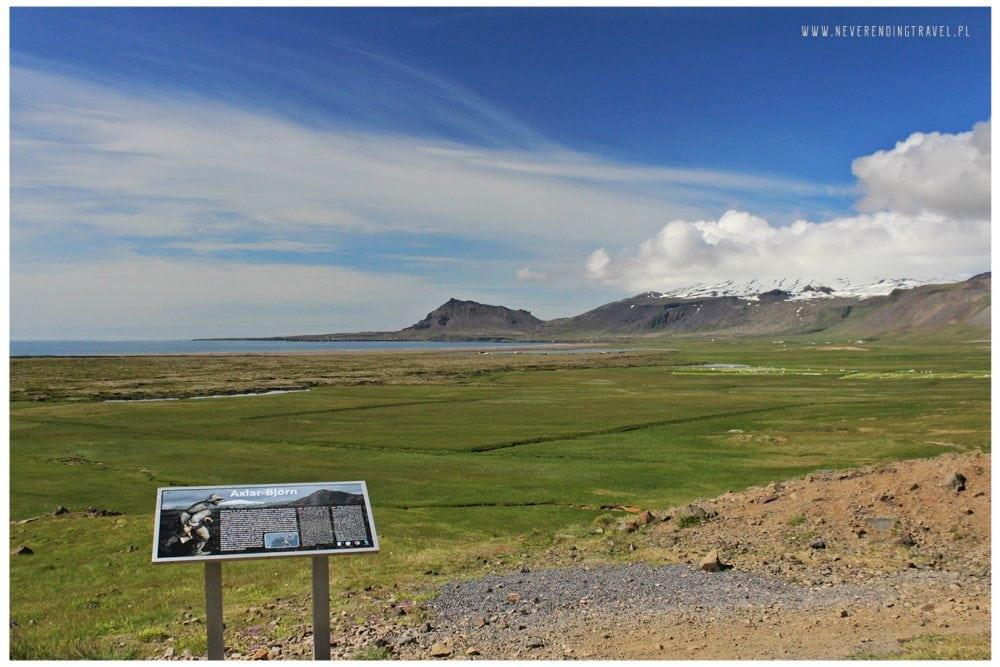 axlar bjorn historia, tablica, widok na zatokę i góry na Islandii