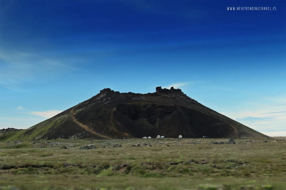 wulkan saxholl na islandii, widok z drogi dojazdowej, auta 4x4, islandia wulkan, góra