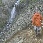podczas trekkingu do Glumur, wodospad na Islandii, ścieżka z linami