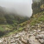 góry we mgle, na szlaku do Glymur na Islandii