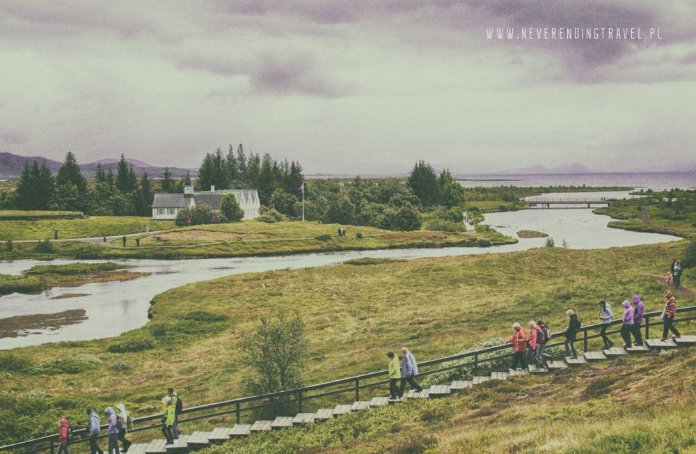 Park Narodowy ÞingvellirParque Nacional de Þingvellir domy na terenie parku, rozlewisko