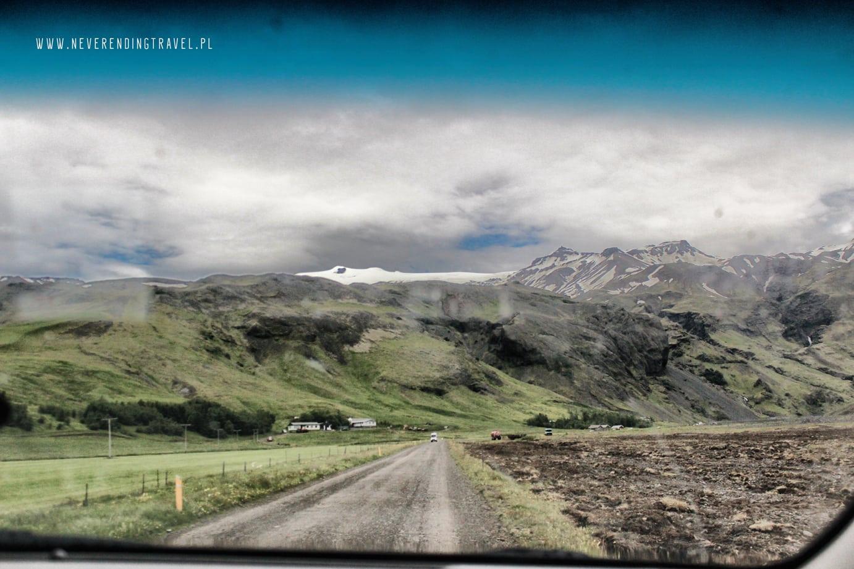 islandia, widok z autan a drog do basenu Seljavallalaug