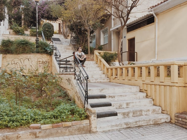 lista nieznanych miejsc w Atenach Piano-Steps-Athens-schody-pianino-w-Atenach-neverendingtravel.pl