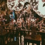 lista nieznanych miejsc w Atenach dekoracje-wewnątrz-little-kook-w-Atenach-neverendingtravel.pl
