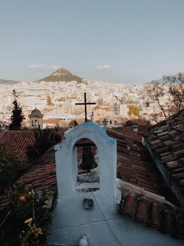 lista nieznanych miejsc w Atenach kościół-Anafiotika-neverendingtravel.pl