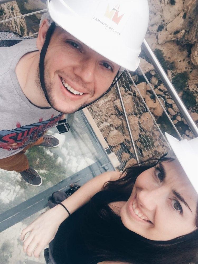 selfie-w-kaskach-El Caminito del Rey_neverendingtravel.pl