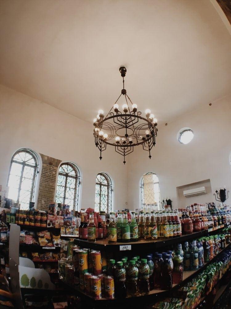sklep w synagodze inowłódz-neverendingtravel