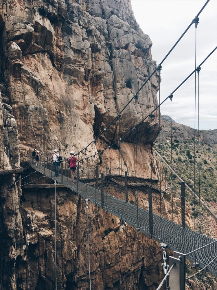 wiszący-most-na-drodze-El Caminito del Rey_neverendingtravel.pl
