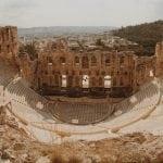 odeon-heroda-attyka-ateny-neverendingtravel.pl Akropol i ruiny budowli, widok na Odeon i część miasta
