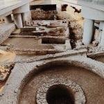 ruiny-pod-muzem-w-Atenach-neverendingtravel.pl