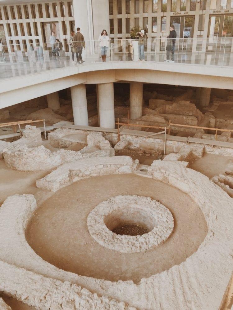 ruiny pod nowym muzeum akropol ateny neverendingtravel.pl_