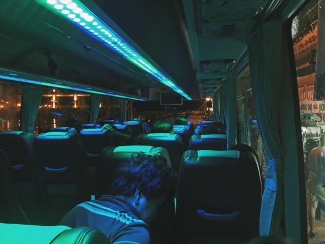 bus z rach gia do portu, wietnam, nocny bus, night bus in Vietnam, w kierunku Phu Quoc z Sajgonu, Ho Chi Minh w Azji