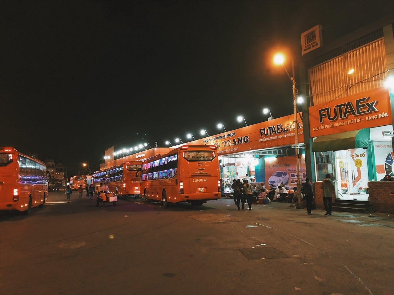 ho chi minch dworzec autobusowy w wietnamie autobus do rach gia, nocny bus, nocny transport, wakacje w wietnamie, najtańszy transport