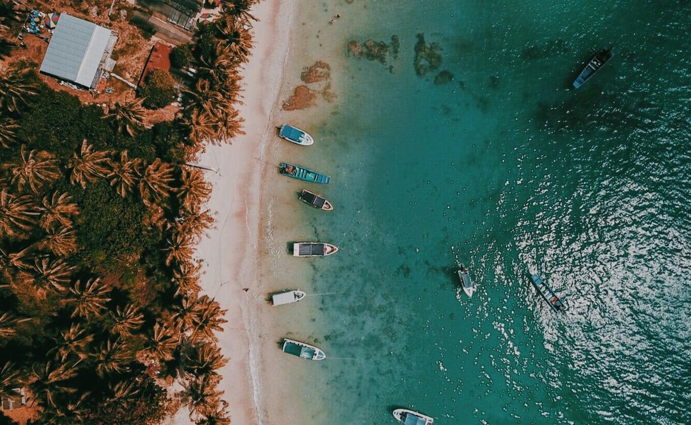 phuqupc, sao beach, plaża, piekna plaża w wietnamie, biały piasek, czy warto na phu quoc, wietnam, ocean, palmy, fale, łodzie, Vietnam