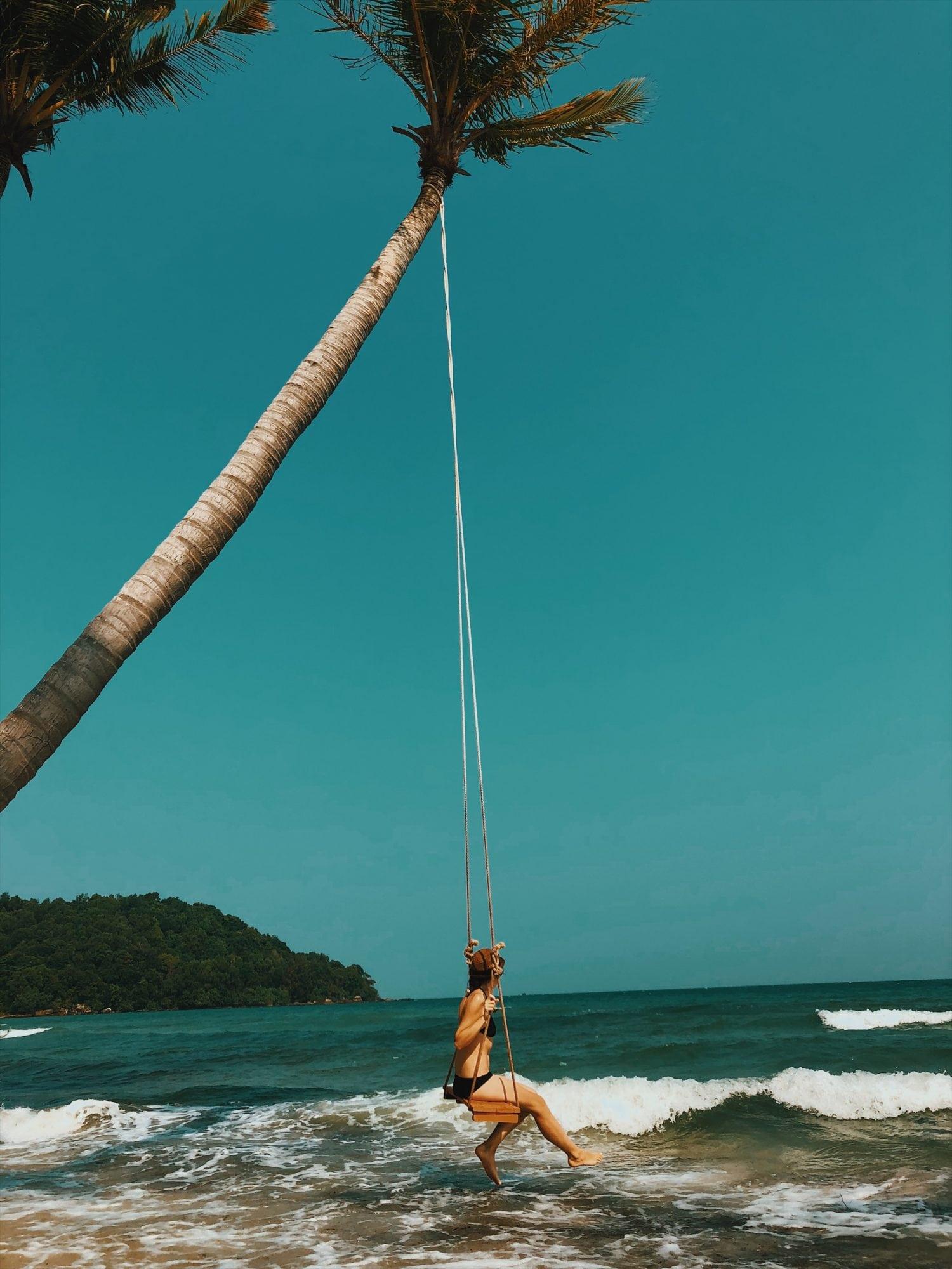 sao beach huśtawka nad wodą wyspa phu quoc wietnam neverendingtravel.pl