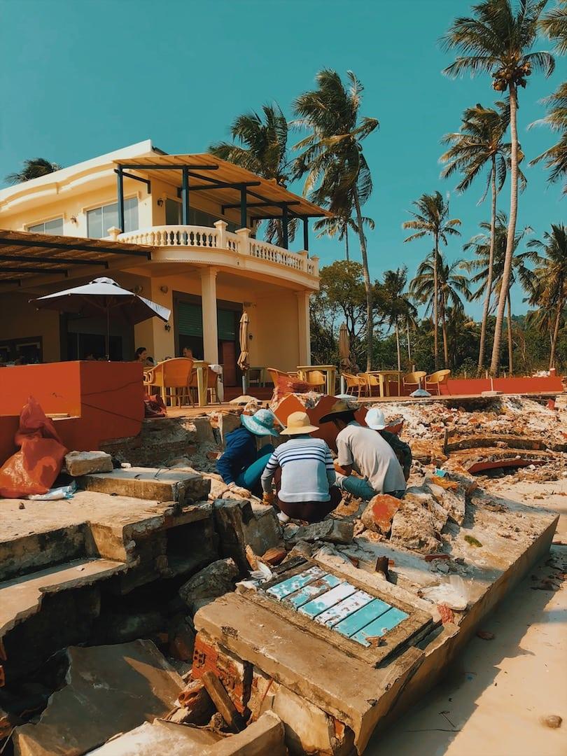 sao beach budowa, gruzy wyspa phu quoc wietnam neverendingtravel.pl