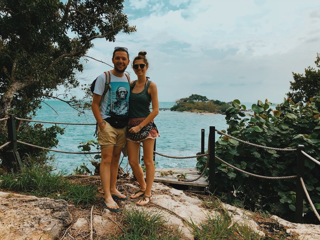 hon mong tay plaża, skały, prywatny teren, para wyspa phu quoc wietnam neverendingtravel.pl
