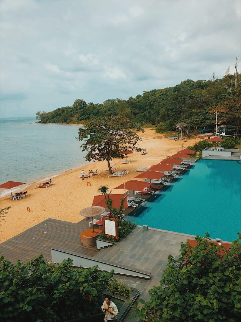 plaża hon mong tay, teren prywatny, basen wyspa phu quoc wietnam neverendingtravel.pl