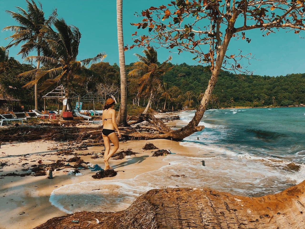 sao beach, plaża ciekawe miejsca palmy, woda, drzewa spokój, piasek fale wyspa phu quoc wietnam neverendingtravel.pl