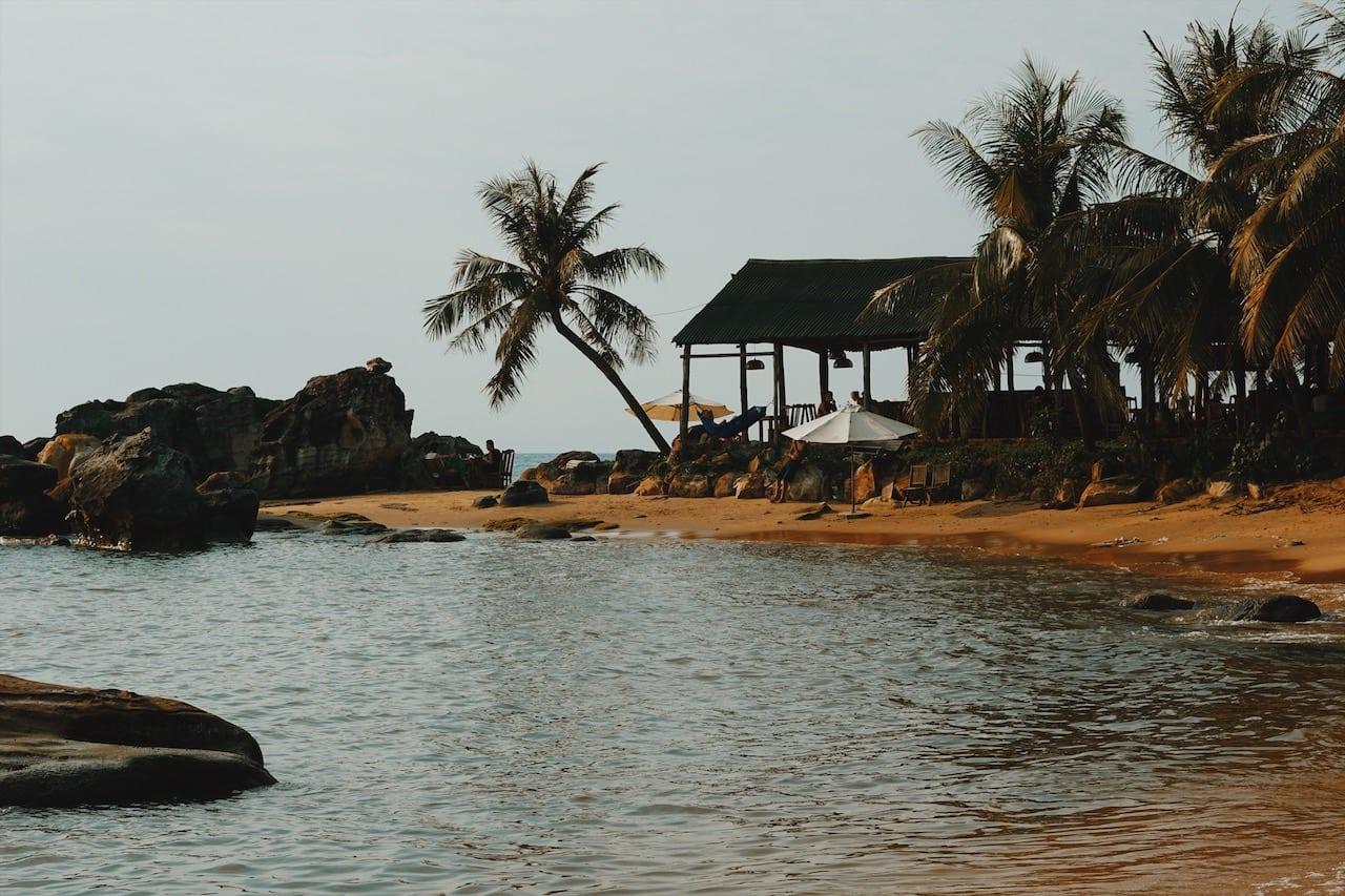 long beach skały, rocks ciekawe miejsca wyspa phu quoc wietnam neverendingtravel.pl