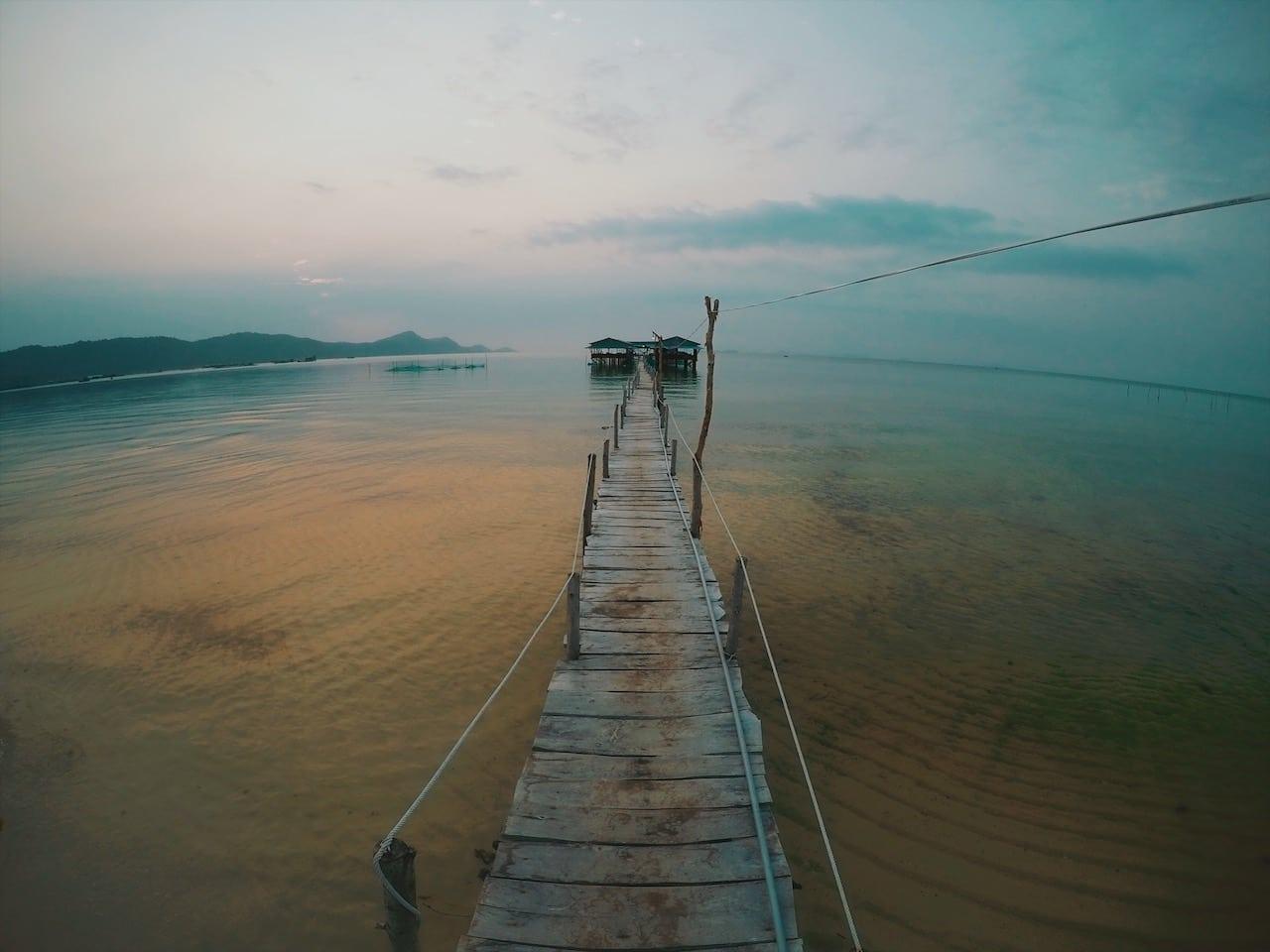starfish beach, plaża rozgwiazd ciekawe miejsca na wyspa phu quoc wietnam neverendingtravel.pl, pomost, morze