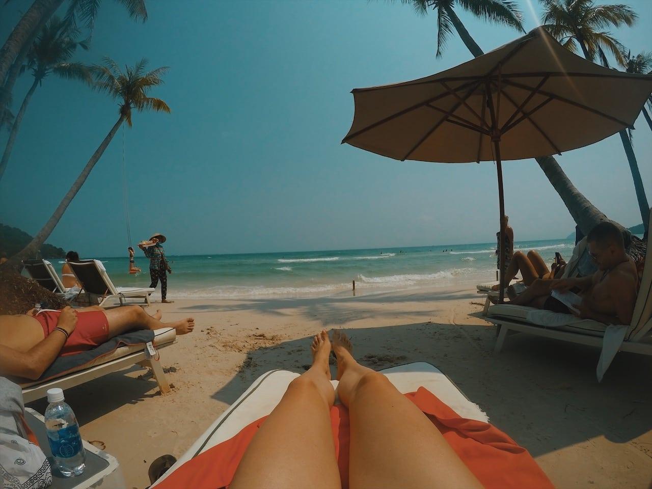 sao beach z leżaka, morze wyspa phu quoc wietnam neverendingtravel.pl