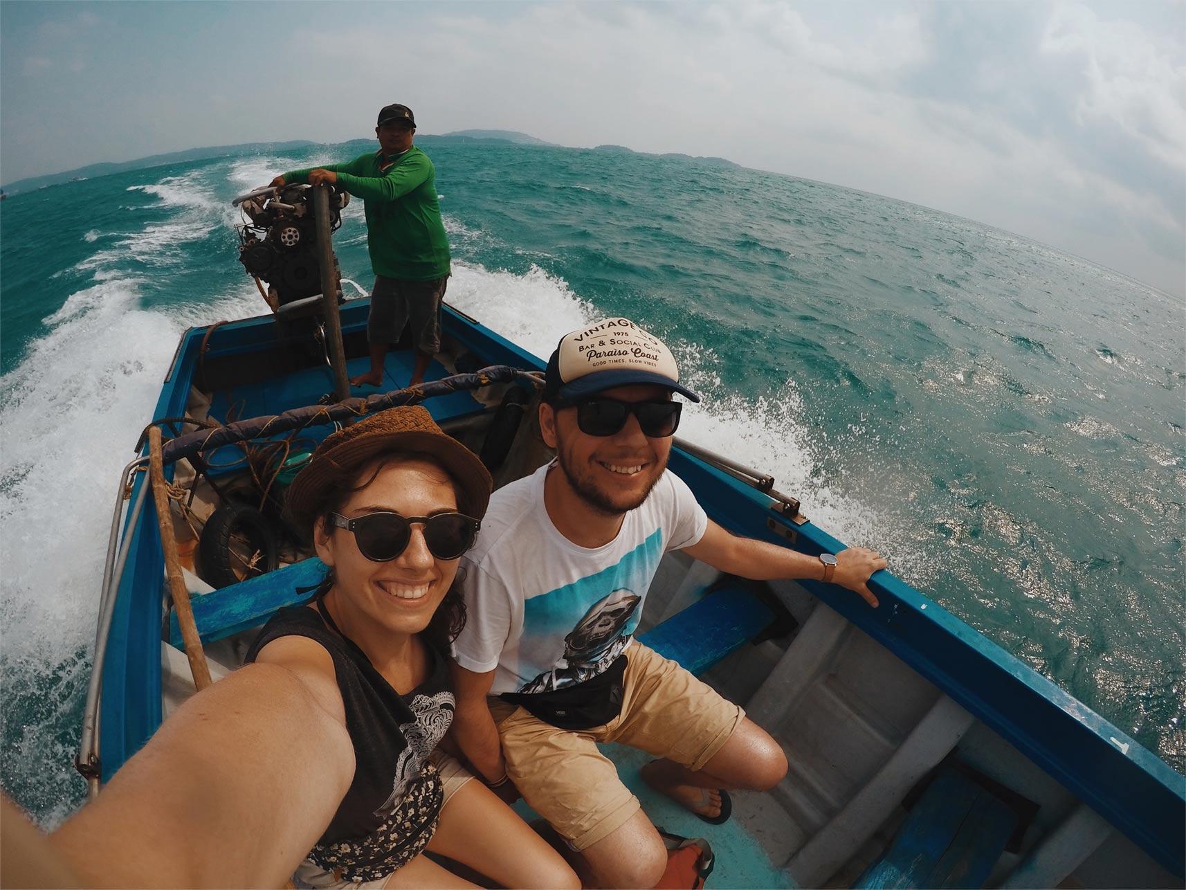 my na łódce płynąc w kierunku archipelagu an thoi i wysp finger island hon mong, rajskie plaże w wietnamie neverendingtravel.pl