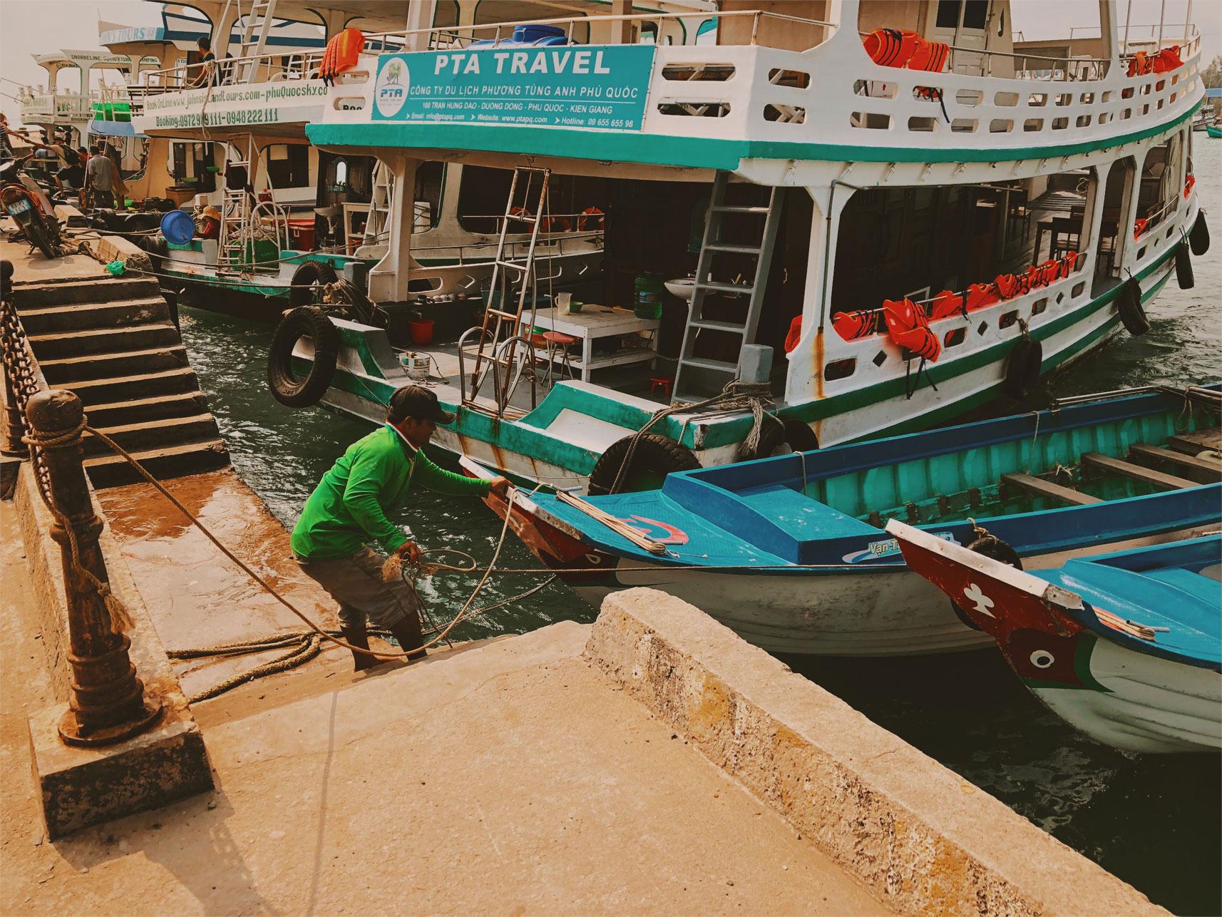 port w mieście an thoi plaże w wietnamie neverendingtravel.pl