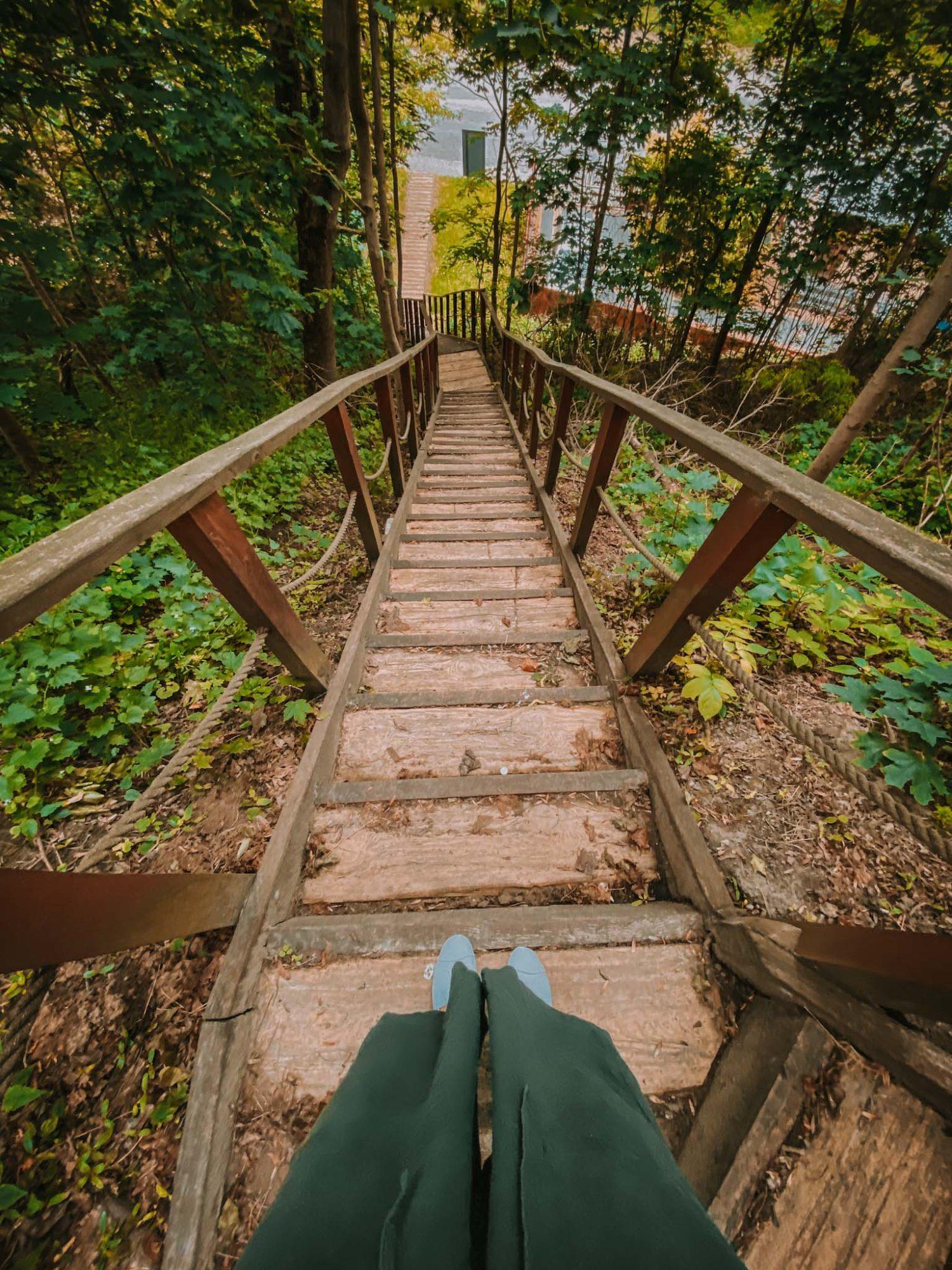 schody na górę zamkową w wyszogrodzie