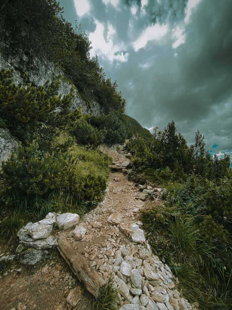 szlak 215, trekking w dolomitach nad jezioro Sorapis