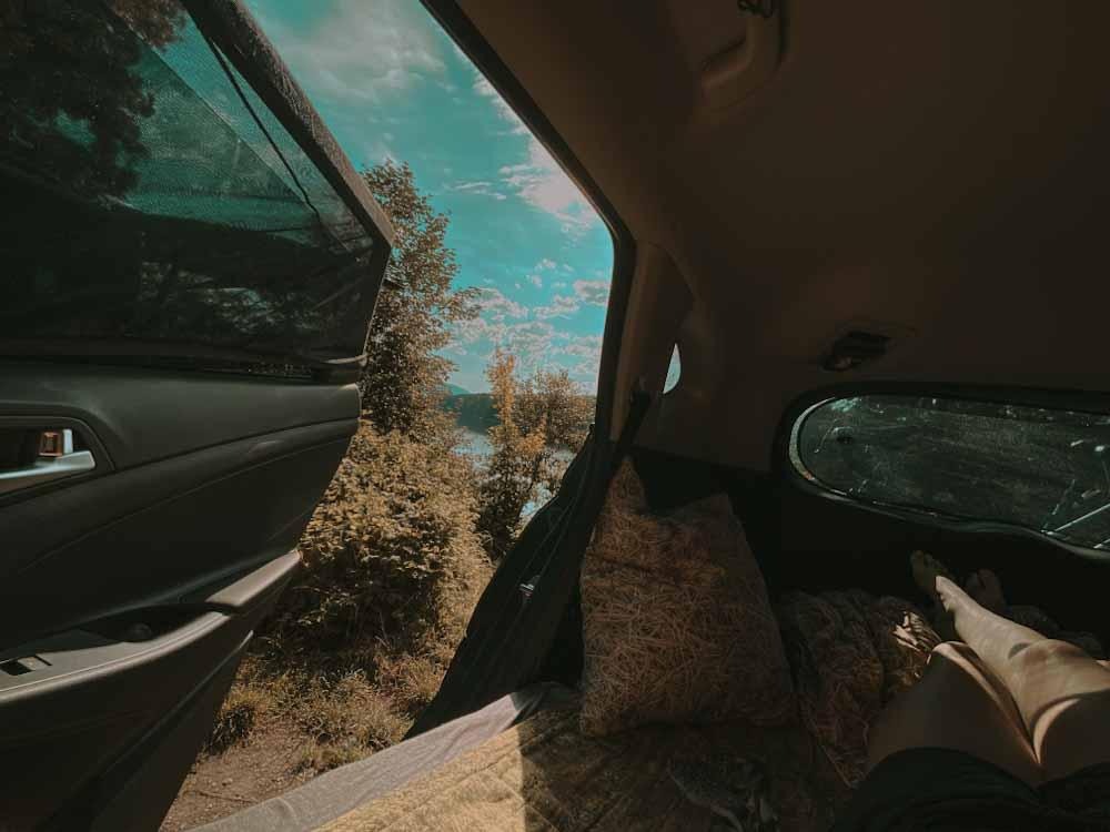 Siatki na okno, auto, samochód, mositiera, gadżet do samochodu, do auta, biwak , spanie w samochodzie, siatka na drzwi