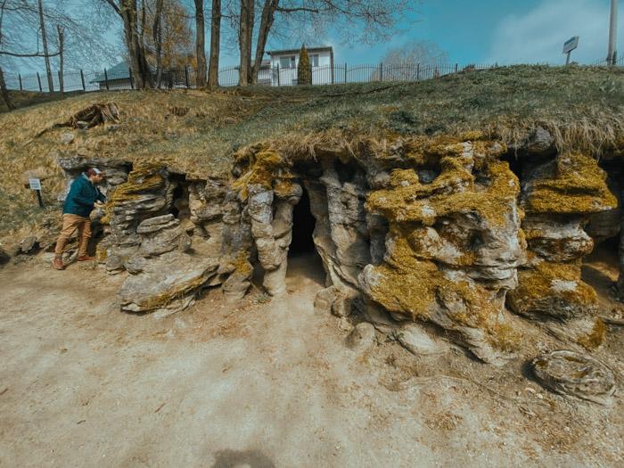 groty mechowskie, atrakcje pomorskie, weekend z gdańska, ciekawe miejsca w Polsce, pomorskie atrakcje, jaskinie, ciekawe miejsca nad morzem, mechowo, mechów, polska travel, skały, geologia, ciekawostki turystyczne