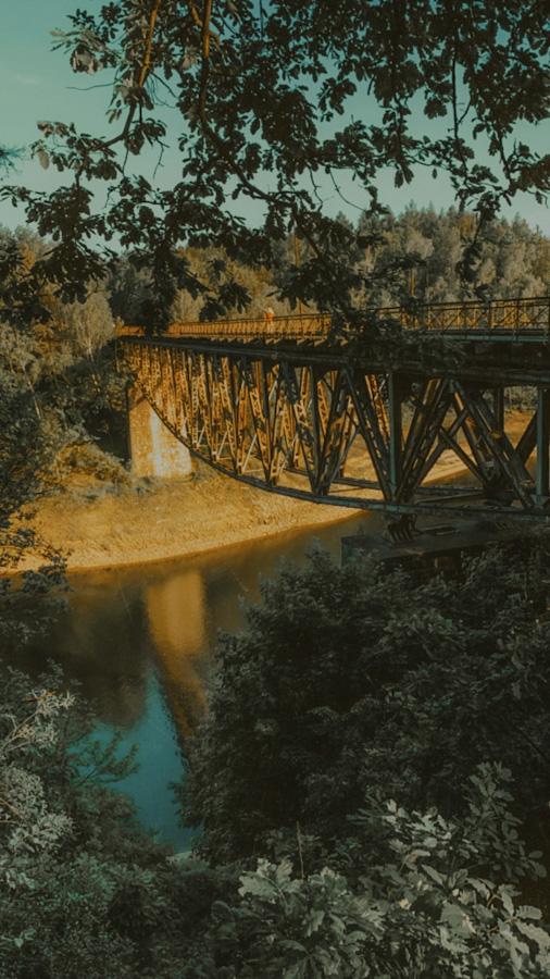 dworzec kolejowy pilchowice zapora, dolnośląskie, dolny śląsk, widok na góry i jezioro, atrakcje w polsce, jezioro w górach, opuszczony dworzec, stacja kolejowa, zapora, elektrownia pilchowice most konstrukcja odwrócona