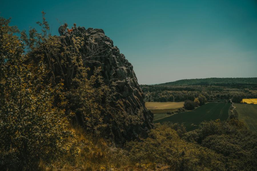 kraina wygasłych wulkanów, dolny śląsk atrakacje, na weekend, ciekawe miejsca, skały, nieznane miejsce, neverendingravel, w polsce, góry kaczawskie, dolnośląskie, silesia, poland travel, place in poland, czartowska skała, bazaltowe