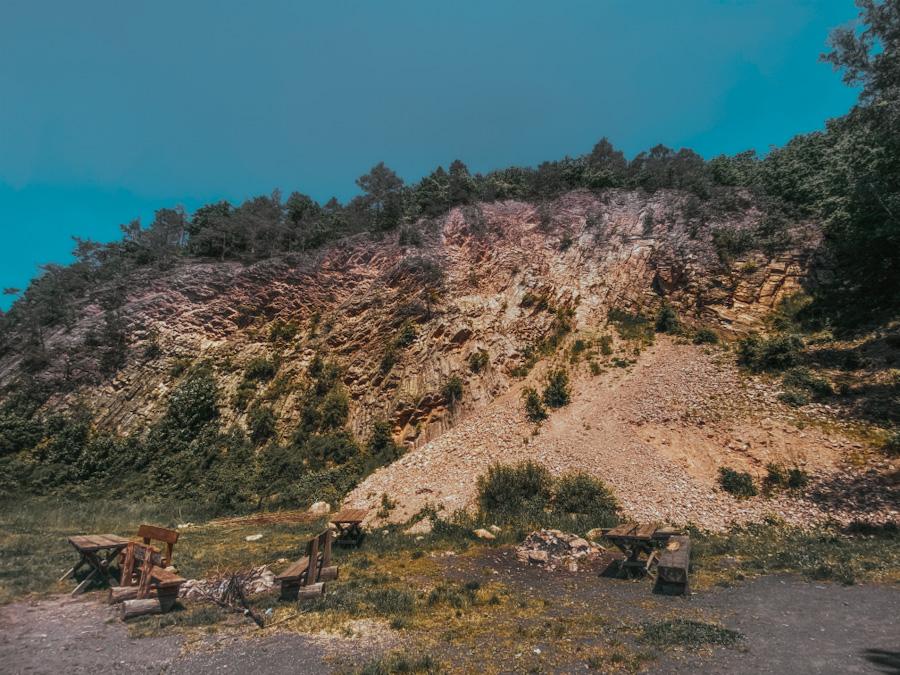 kraina wygasłych wulkanów, dolny śląsk atrakacje, na weekend, ciekawe miejsca, skały, nieznane miejsce, neverendingravel, w polsce, góry kaczawskie, dolnośląskie, silesia, poland travel, place in poland, organy wielisławskie, bazaltowe